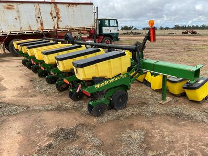 John Deere 1700 Max Emerge PLUS Precision Corn Planter