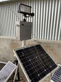 1x Solar Ducklight & Siren on stand