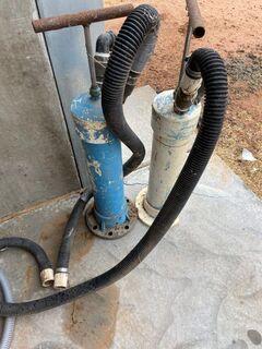 2x Hand vacuum pumps