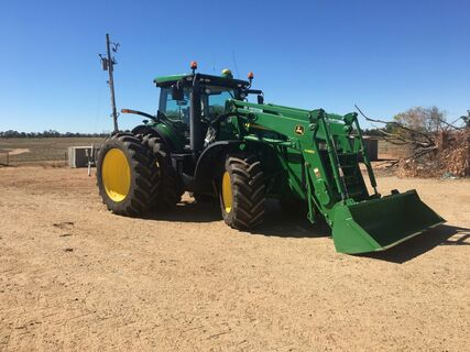 2016 John Deere 8270R-Fitted with John Deere H480 Loader (Bucket and Hayforks included)