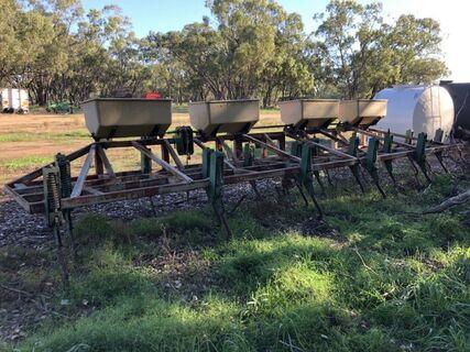 3 point linkage 18 tyne row crop bar