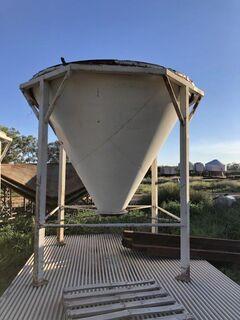 Steep cone silo base