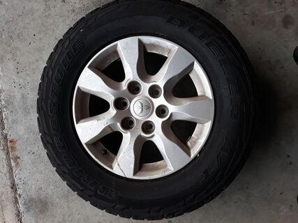 6 Stud Mitsubishi rim 265/65R17 Tyre