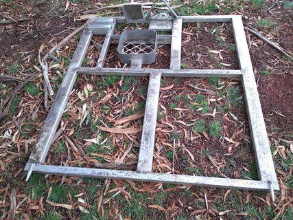 Aluminium vehicle tray frame
