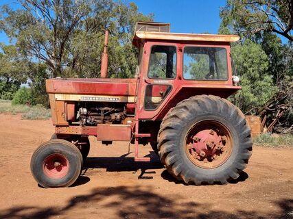 International 866 D Tractor (Not Going)