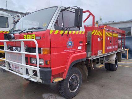 1992 Isuzu NPR300 Diesel 4x4 fire truck