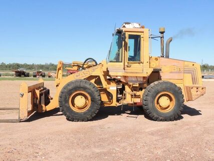 1035P 721B WHEEL LOADER WITH FORKS QUICK HITCH