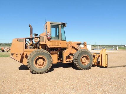 721 END LOADER WITH TELESCOPIC FORKS/QUICK HITCH