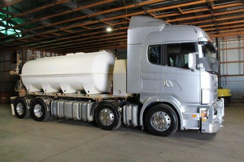 2007 SCANIA SEMI, AIR CONDITIONED, TV IN CAB, WITH WATER TANKER