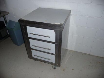 Brayco stainless steel 3 drawer cabinet on castor wheels, .