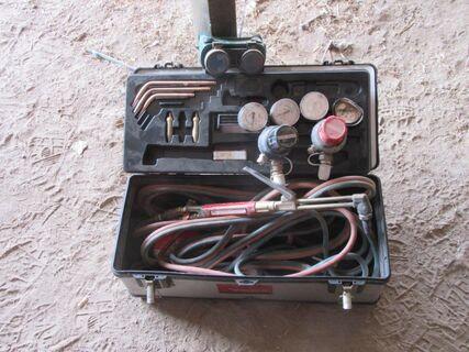 BOC welding & cutting kit, one regulator damaged.