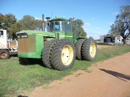 JD8850 Articulated tractor