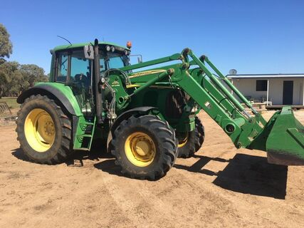 John Deere Tractor 6520