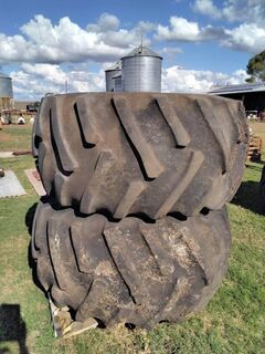28L x 26 tyres and rims