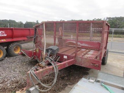 Robertson Comby feed out wagon