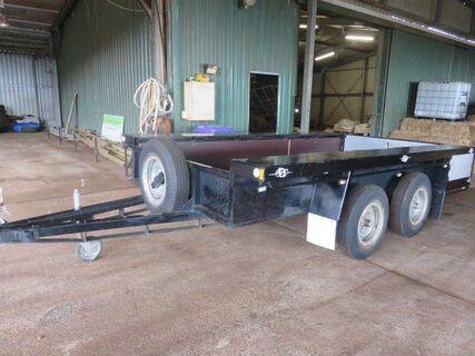 Tandem axle plant trailer