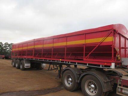 2000 Freighter tri axle semi trailer, potato bin on twistlocks