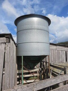 3 Tonne silo with bagging chute