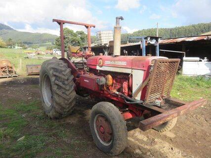 1970 International 564 Series B Tractor