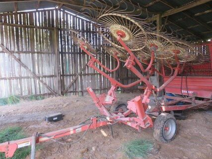 Howard 9 wheel hay rake