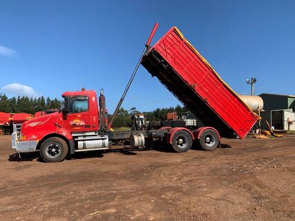 1998 Volvo NH12 tipper with 20' skel , with body & attachable flat tray