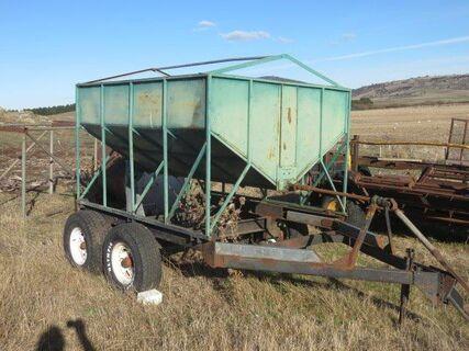 Tandem axle 2 tonne grain bin, PTO drive auger, 80kgs /minute @ 1400 RPM