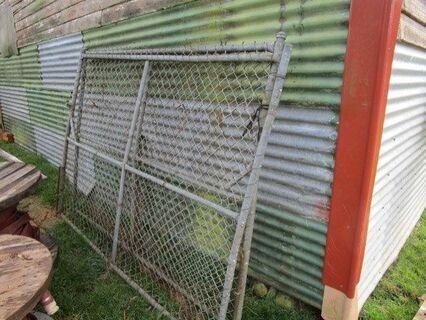 2x Security Gates