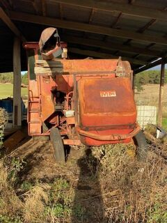 Massey Ferguson Header and front