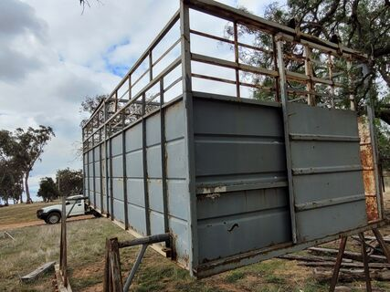 Solid 18ft Cattle Crate