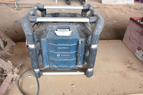 Bosch work site radio & battery charger