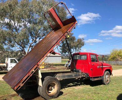 Dodge 575 truck & bin