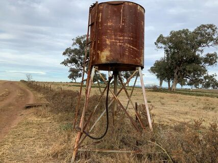 1,000L fuel tank on stand