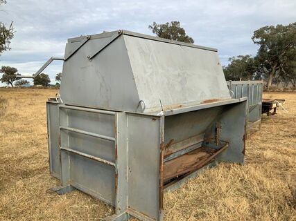 3 tonne cattle grain feeder on skids