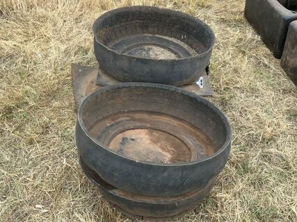 Recycled tyre horse feeders