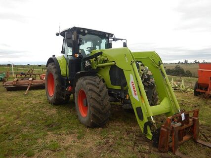 Claas Arion 630 Tractor with Claas FL140 FEL