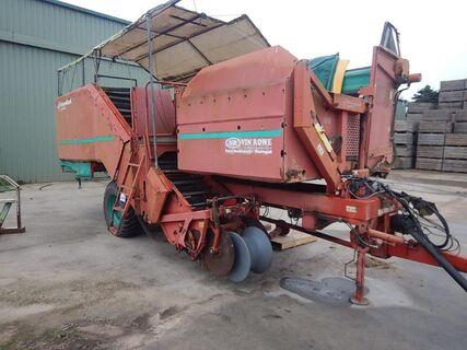 Kverneland UN5300 Potato Harvester