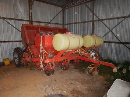 Underhaug 3200 4 Row Potato Planter.