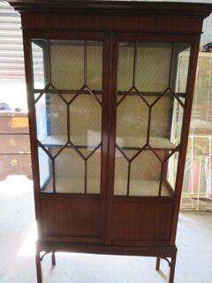 C 1895 late Victorian mahogany 2 door display case