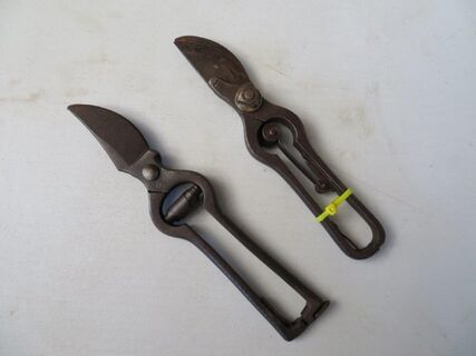 Secatuers x 2 left and right handed