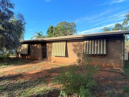 28 Woodiwiss Avenue, Cobar, NSW 2835