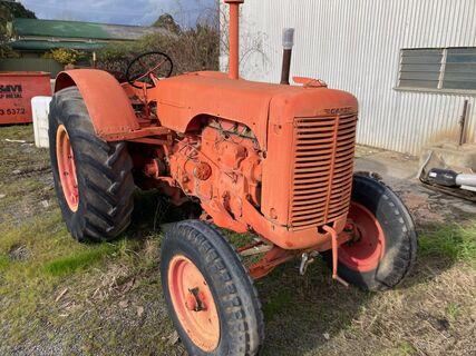 Case LA Tractor
