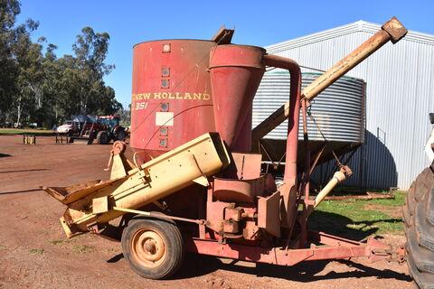 New Holland 351 hammermill mixer