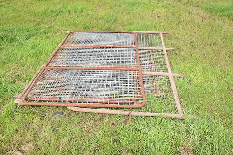 Set of gates for tray truck