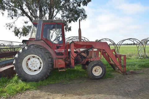 Case International 965XL Tractor