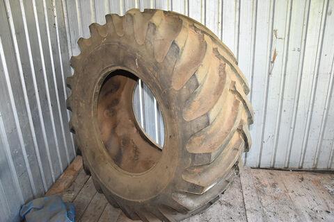 Rear tractor tyre