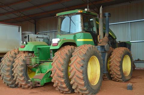 John Deere Tractor 9300