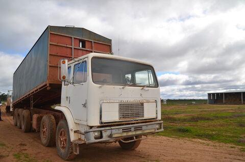 International ACCO Truck 1952A