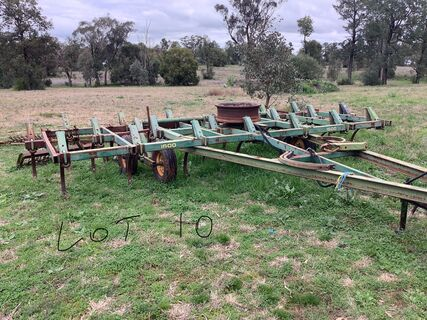 John Deere 1600 chisel Plough