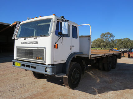 1984 Acco F1950C tray truck with 25ft steel tray