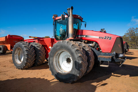 2004 STX375 Articulated 4WD tractor